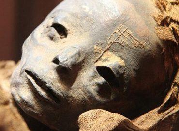 Лицо мумии мальчика 13 века, хотят восстановить