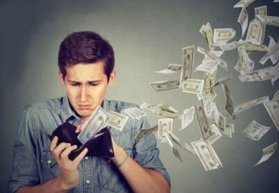 Я получаю неплохую зарплату, но каждый раз мне ее не хватает